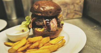 Němý medvěd - burger Jack Daniel´s