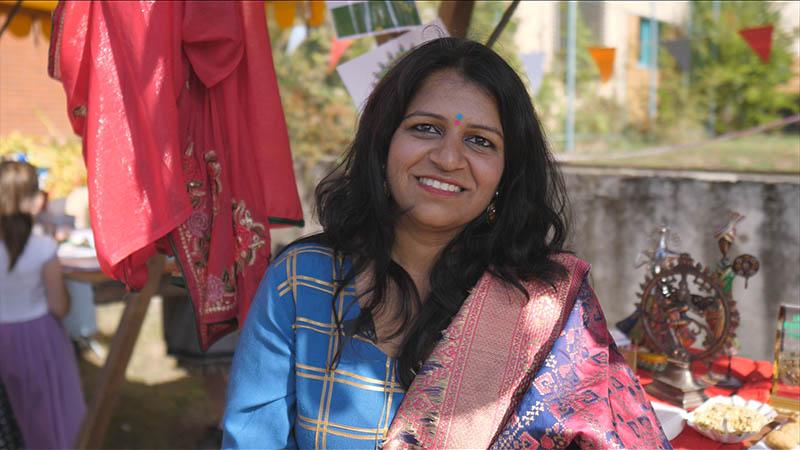 Swati Yadav, Indická menšina